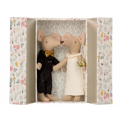 Wedding Mice in Box